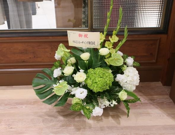 ベニエフレェ店にお祝いのお花をいただきました。_c0227633_23005892.jpg