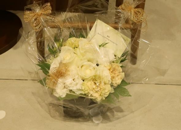 ベニエフレェ店にお祝いのお花をいただきました。_c0227633_23022046.jpg