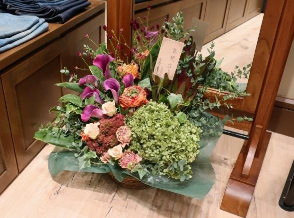 ベニエフレェ店にお祝いのお花をいただきました。_c0227633_23044622.jpg