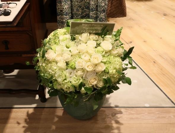 ベニエフレェ店にお祝いのお花をいただきました。_c0227633_23121258.jpg