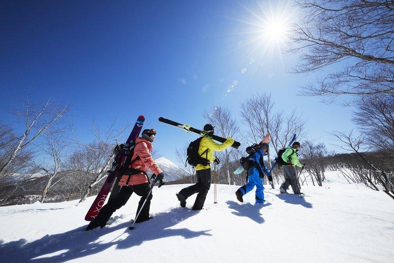 星野リゾート アルツ磐梯/星野リゾート 猫魔スキー場「アルツ磐梯」と「猫魔スキー場」2つのスキー場をつなぐ雪上徒歩ルートが開通します開通日:2020年1月中旬予定_e0037849_08173196.jpg