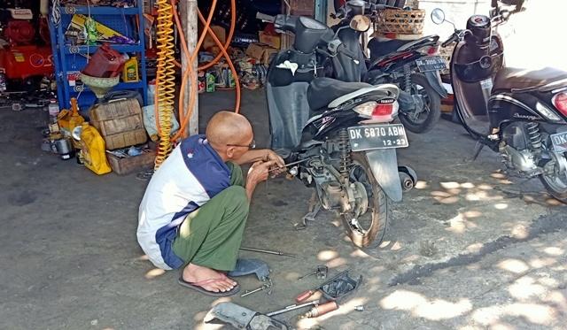 バリ島の「早くて安価な修理文化」はありがたい_d0083068_16191917.jpg