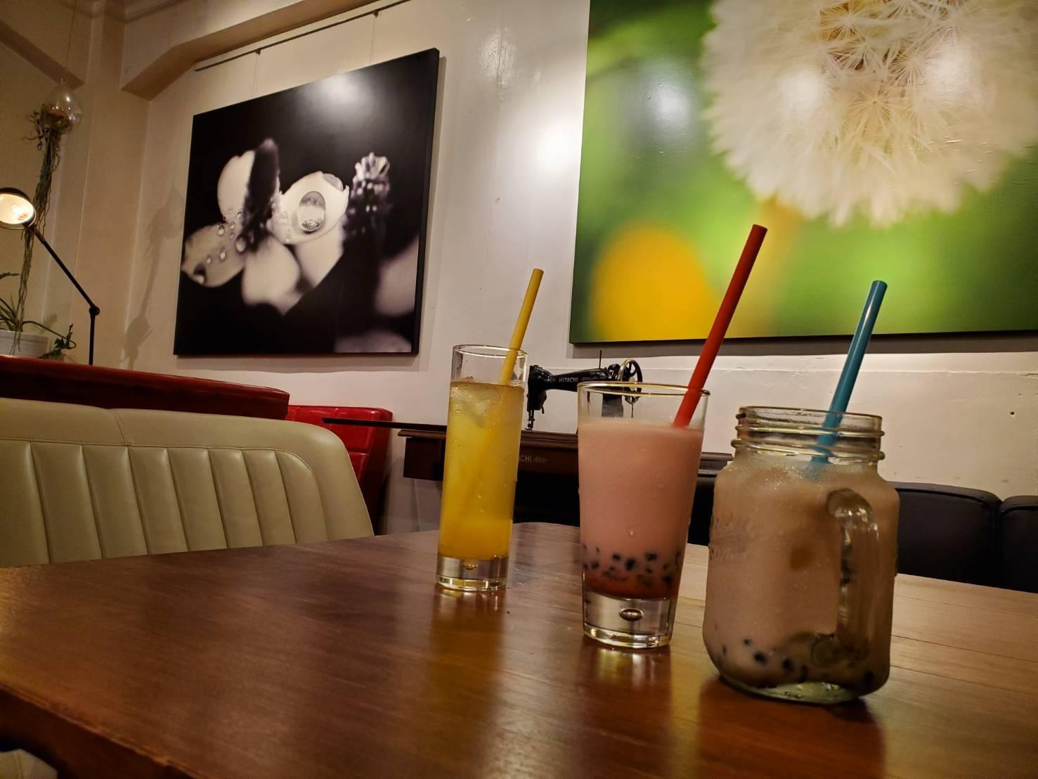 雰囲気あるカフェダイニングバーの目にも美味しいインスタ映え料理_e0115904_01562839.jpg