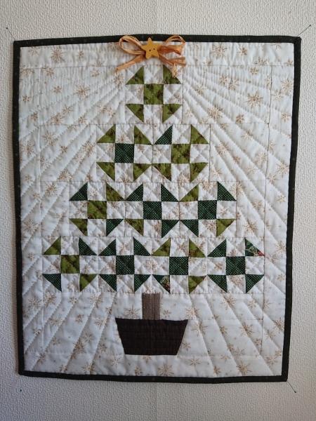 クリスマスツリーのミニタペストリー  2_a0122205_10314551.jpg