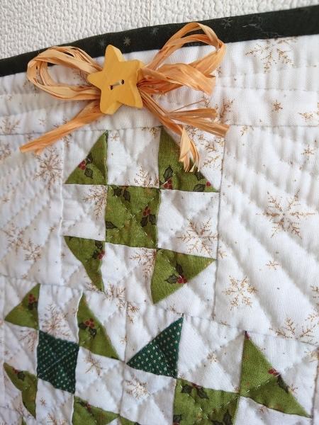クリスマスツリーのミニタペストリー  2_a0122205_10315726.jpg
