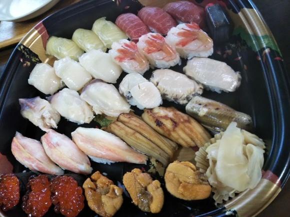 パンジーと生寿司と外猫_f0316507_16033966.jpg