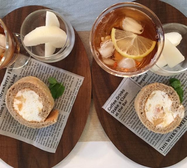 tea time   友人の手作りケーキでお嫁さんと♪_a0165160_16290389.jpg