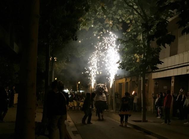 Las Corts地区の火祭り correfoc_b0064411_07543059.jpg
