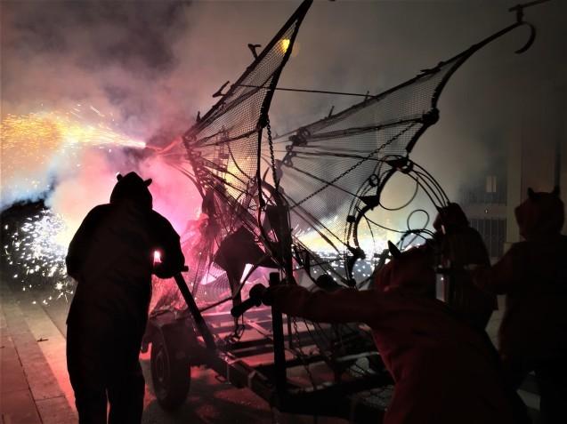 Las Corts地区の火祭り correfoc_b0064411_08003411.jpg