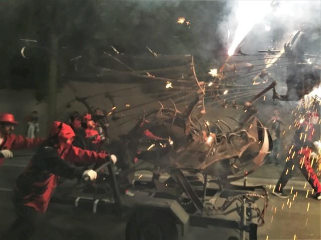 Las Corts地区の火祭り correfoc_b0064411_08050546.jpg