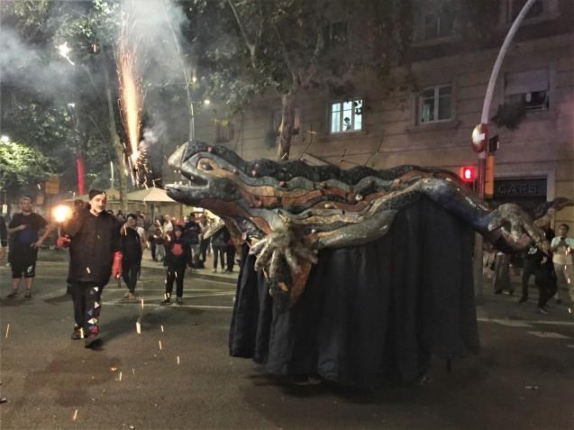 Las Corts地区の火祭り correfoc_b0064411_08050713.jpg