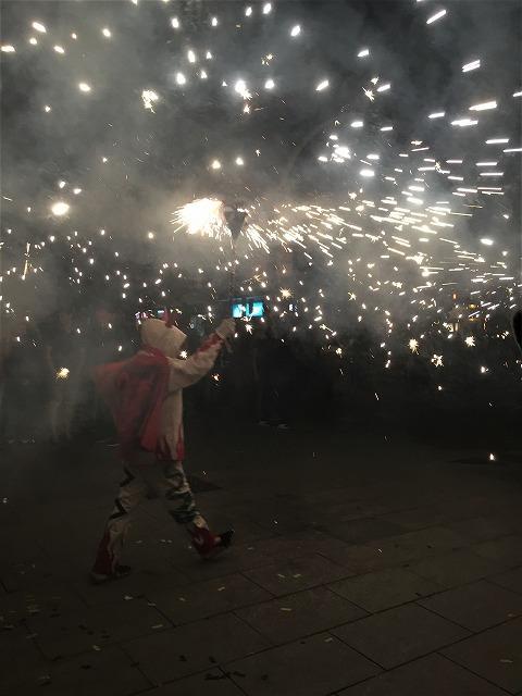 Las Corts地区の火祭り correfoc_b0064411_08092588.jpg
