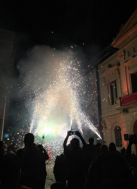 Las Corts地区の火祭り correfoc_b0064411_08092681.jpg
