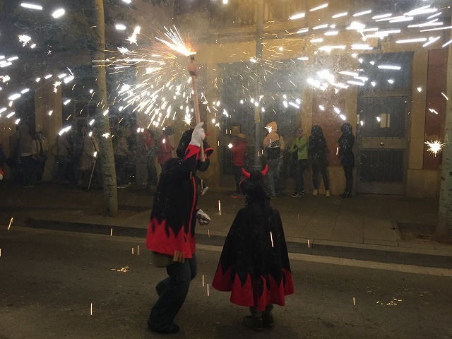 Las Corts地区の火祭り correfoc_b0064411_08154250.jpg