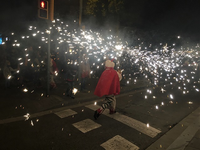 Las Corts地区の火祭り correfoc_b0064411_08154365.jpg