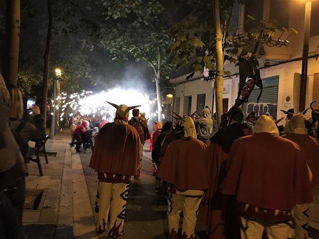 Las Corts地区の火祭り correfoc_b0064411_08154371.jpg
