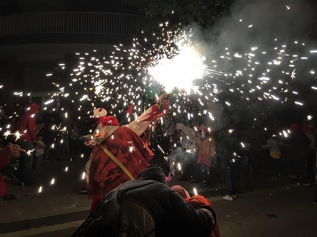 Las Corts地区の火祭り correfoc_b0064411_08154388.jpg