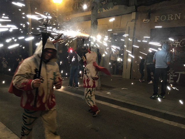 Las Corts地区の火祭り correfoc_b0064411_08154453.jpg