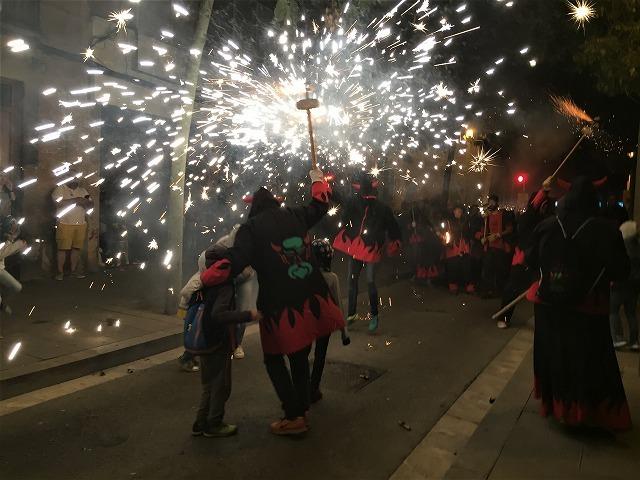 Las Corts地区の火祭り correfoc_b0064411_08154497.jpg