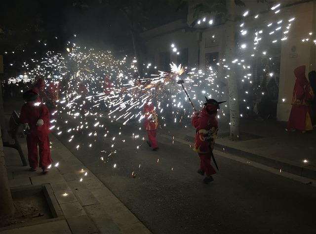 Las Corts地区の火祭り correfoc_b0064411_08165977.jpg