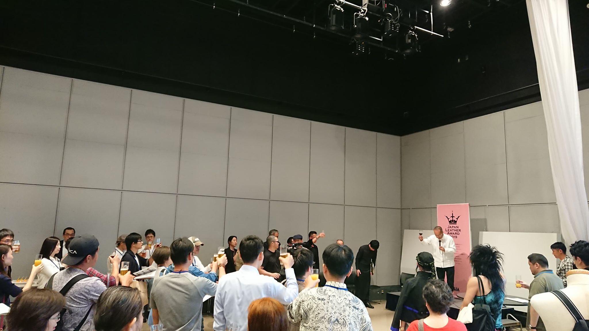 【Japan Leather Award 2019】一般公開&懇親会無事に終了いたしました。_f0340942_15303821.jpg