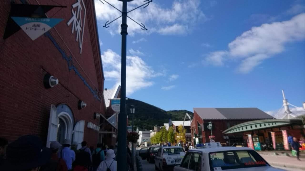 函館金森赤レンガ倉庫は、観光客で賑やか_b0106766_15481684.jpg