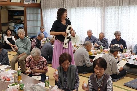 城地区敬老会に音楽をお届けです_e0040673_17475882.jpg