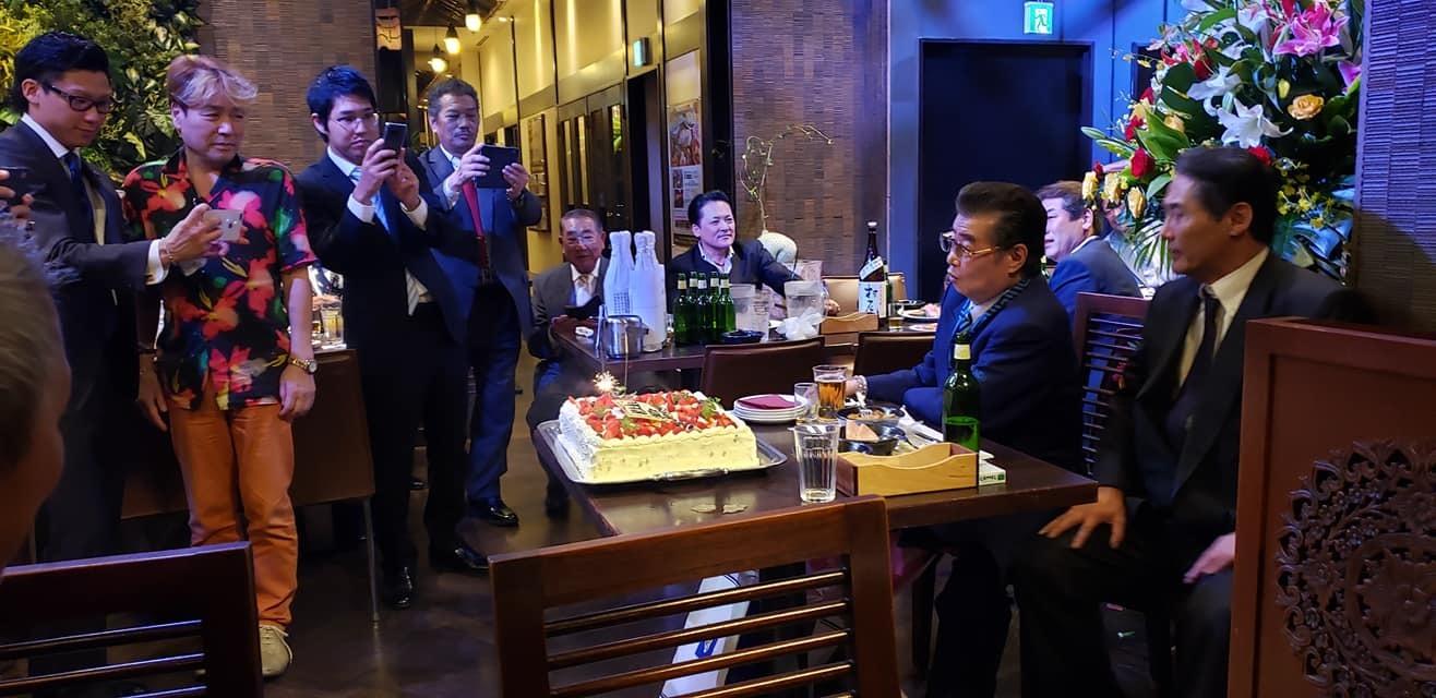 任侠Vシネマの脚本、監督をされ遂に163本の日本記録達成の村上和彦先生(西条高校OB)の75歳の誕生パーティーに出席。<_c0186691_16594184.jpg