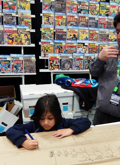 NYCC2019、コミック本ブース内で絵を描く少女に遭遇_b0007805_10482341.jpg