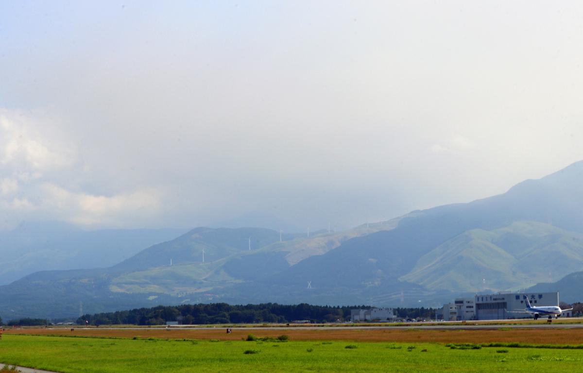 昨日の阿蘇熊本飛行場。_b0044115_05570550.jpg