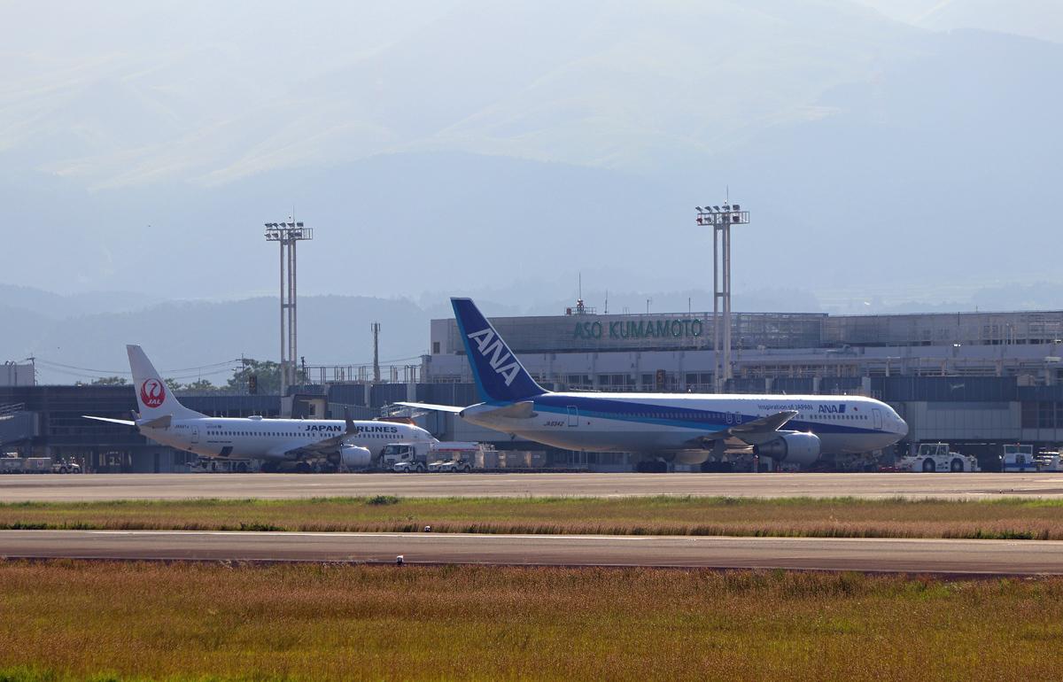 昨日の阿蘇熊本飛行場。_b0044115_05573086.jpg