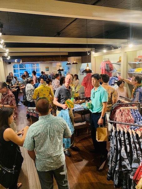 新しいアロハシャツ誕生!「kiholo kai」キホロカイのお店がダウンタウンにオープンしました。_c0187025_12555777.jpg