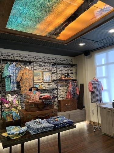 新しいアロハシャツ誕生!「kiholo kai」キホロカイのお店がダウンタウンにオープンしました。_c0187025_13011622.jpg