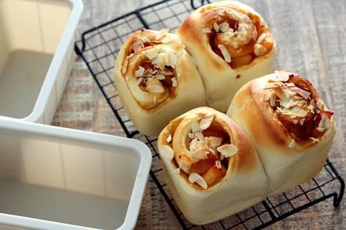 さつまいもとカラメルりんごのミニ食パン_a0165538_10392365.jpg