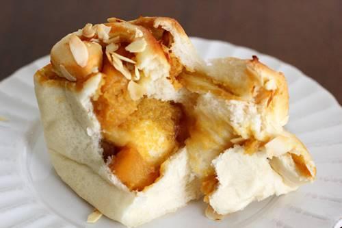 さつまいもとカラメルりんごのミニ食パン_a0165538_10401791.jpg