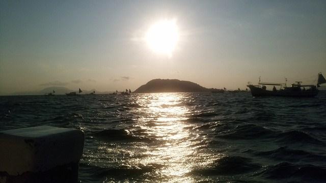 日曜日は遊漁船に乗りタチウオ釣りに行く_a0278866_12010100.jpg