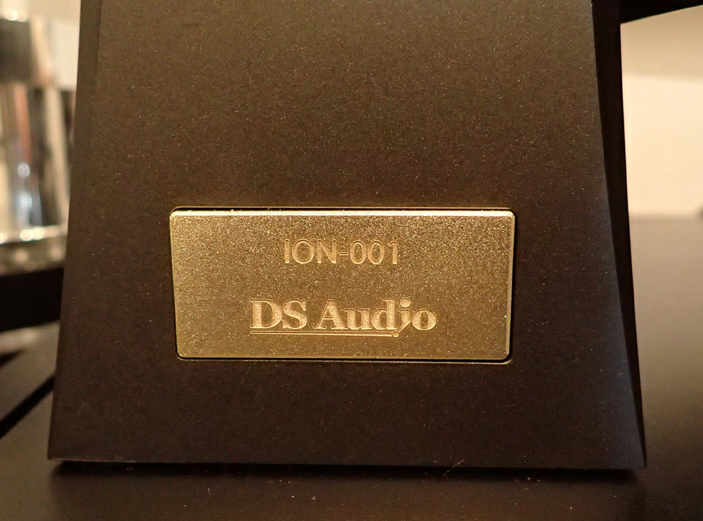 DS Audio Vinyl Ionizer ION-001 入荷しています。_b0262449_17221876.jpg
