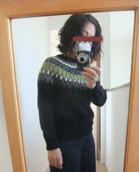 去年作り始めたセーターが完成していました。_e0031249_12355198.png