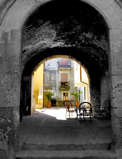 サンタ・セヴェリーナ3. 先ずは城に登ってパノラマ大地を感じるべし_f0205783_22425945.jpg