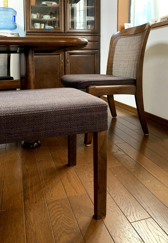 カリモク家具 椅子の修理と新しいベンチの納品実例_d0224984_18394481.jpg