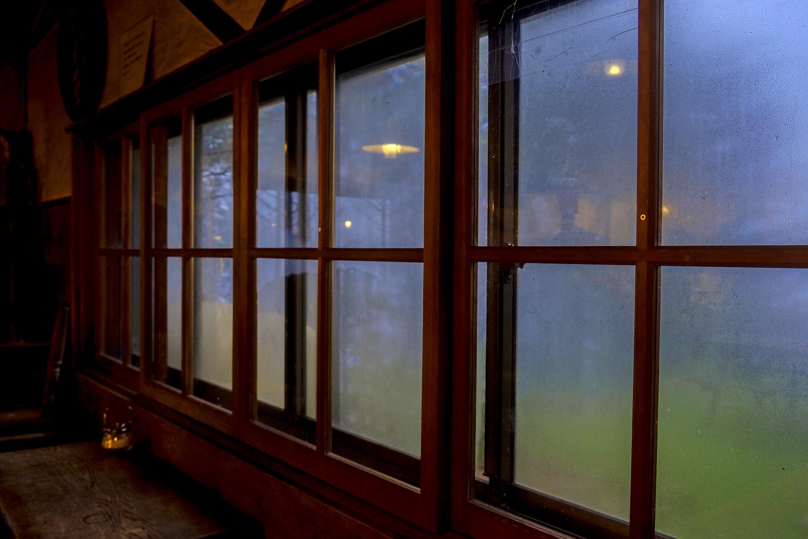 「山小屋」の窓_e0367501_12474630.jpg