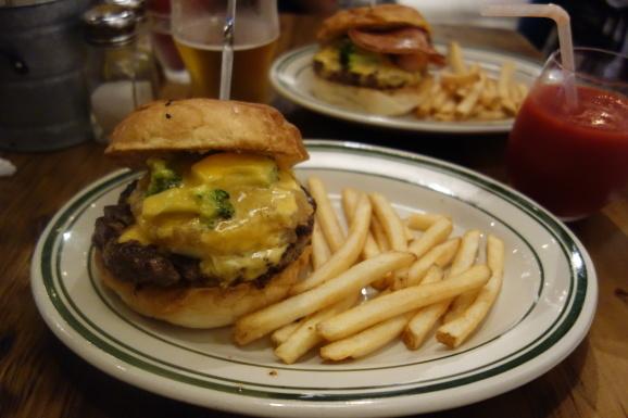THE GIANT STEPさんで美味しいハンバーガー_e0230011_17140859.jpg