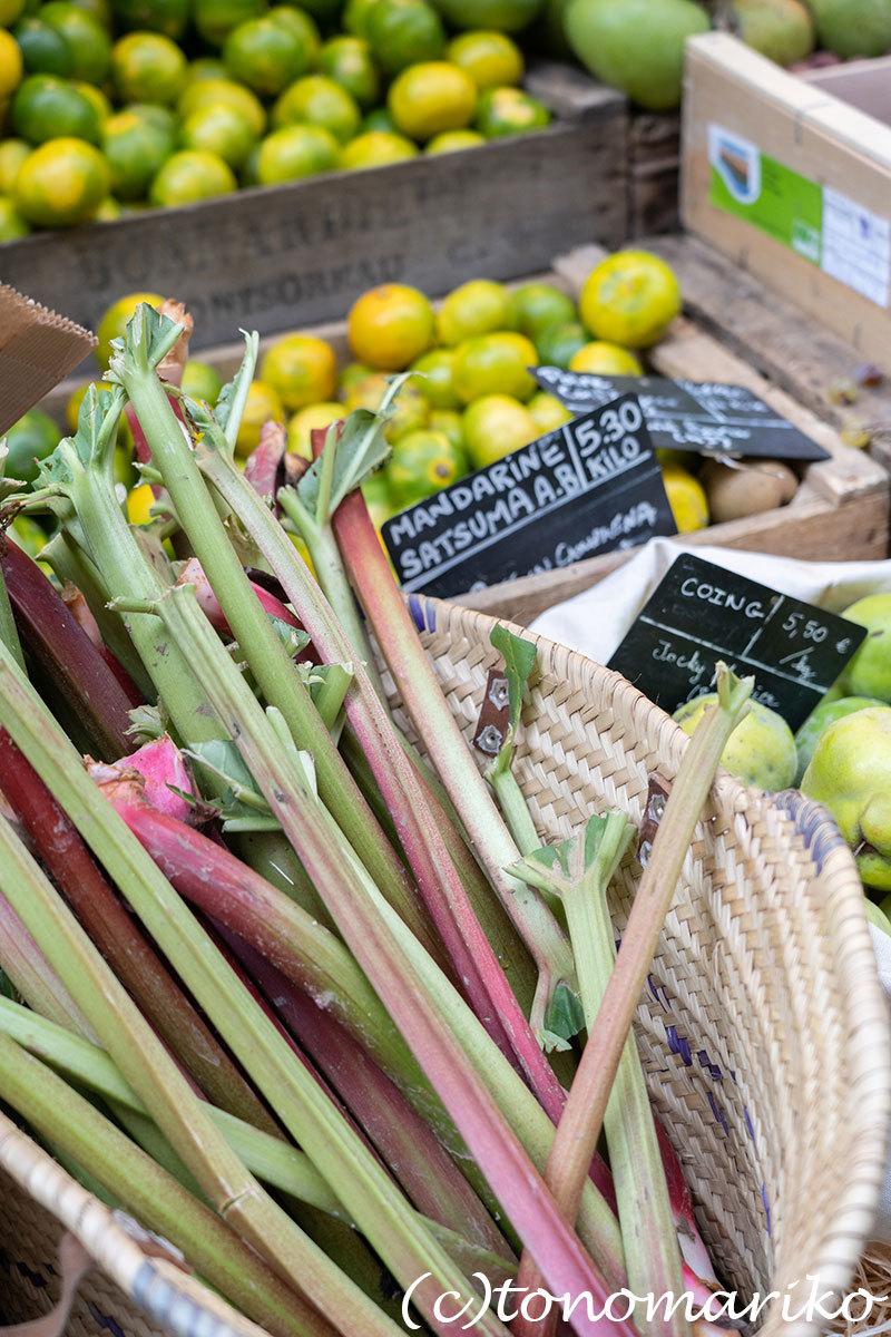 ゴロゴロゴロゴロ野菜に果物。パリの八百屋さん。_c0024345_21095375.jpg