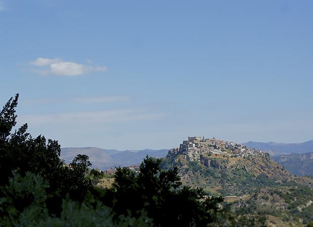 サンタ・セヴェリーナ3. 先ずは城に登ってパノラマ大地を感じるべし_f0205783_20544414.jpg