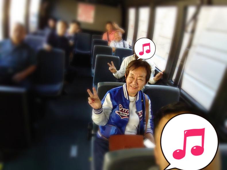 アメリカのチャーターバスは快適_f0378589_11112372.jpg
