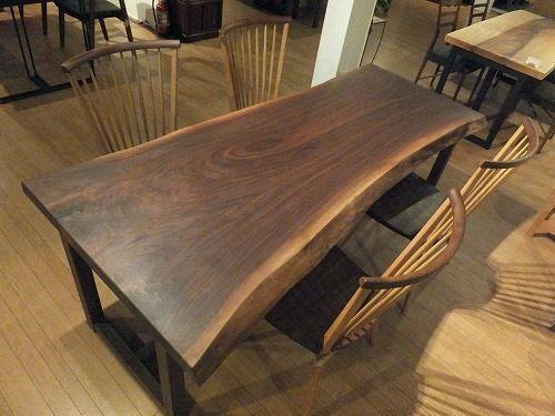 ウォールナットの一枚板テーブルの魅力は、一言で言うなら、【かっこいい】ということだと思います。_b0318103_16320626.jpg