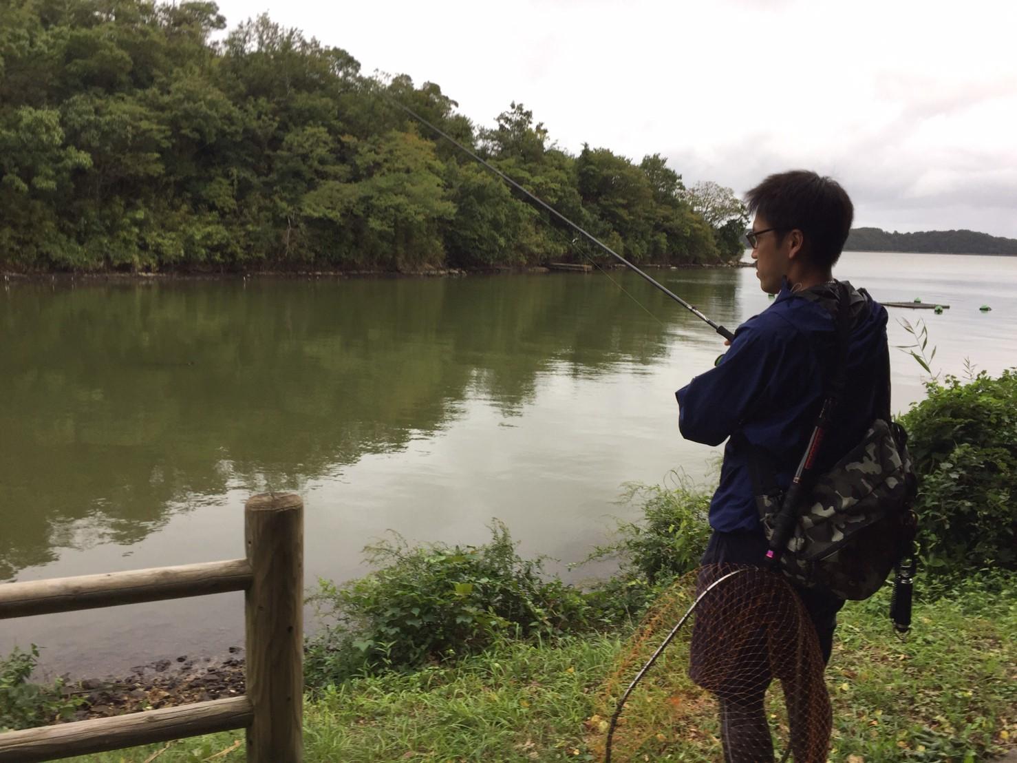 こんな所で巨大魚が爆釣 2019.10_e0115904_11023154.jpg