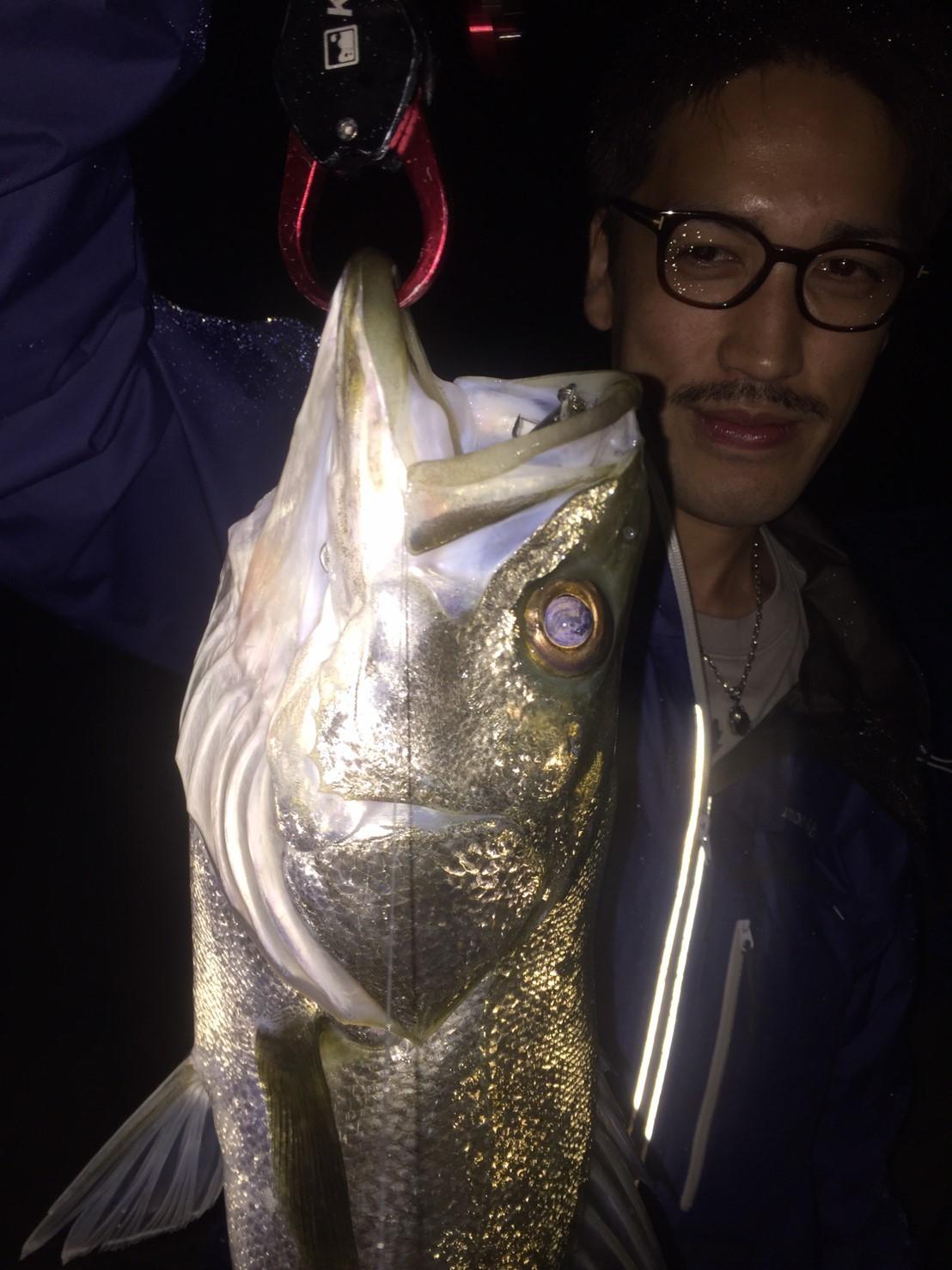 こんな所で巨大魚が爆釣 2019.10_e0115904_11232743.jpg