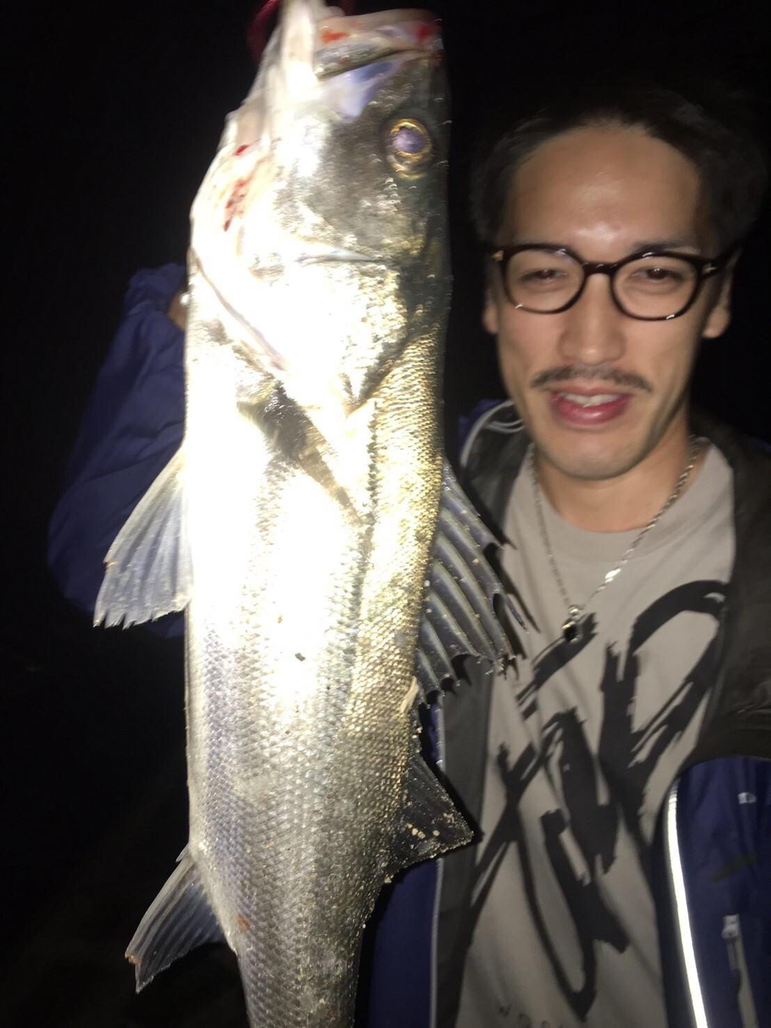 こんな所で巨大魚が爆釣 2019.10_e0115904_19192368.jpg