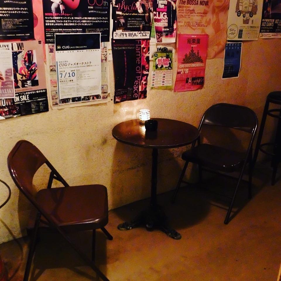 廊下にテーブル出しました!期間限定、テラス席?!_e0034141_10120413.jpg